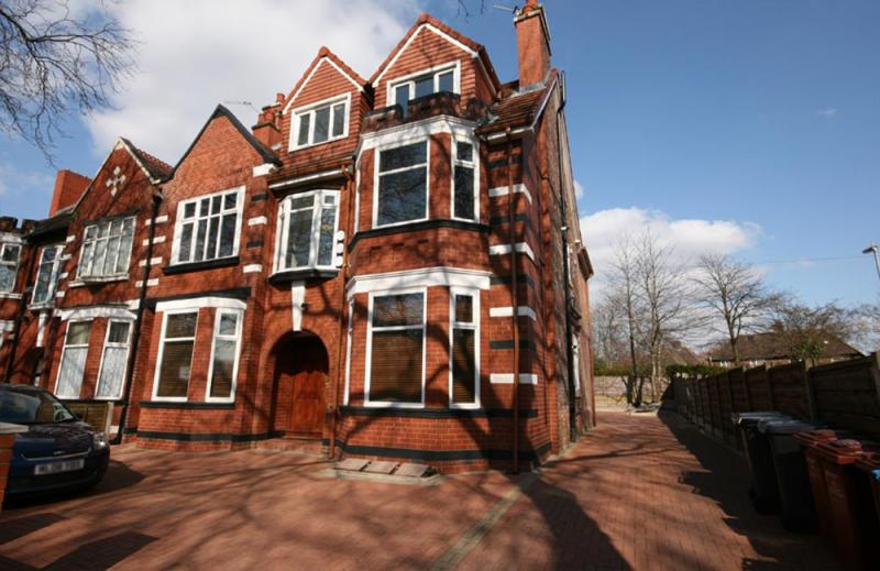 /Birchfields Road,