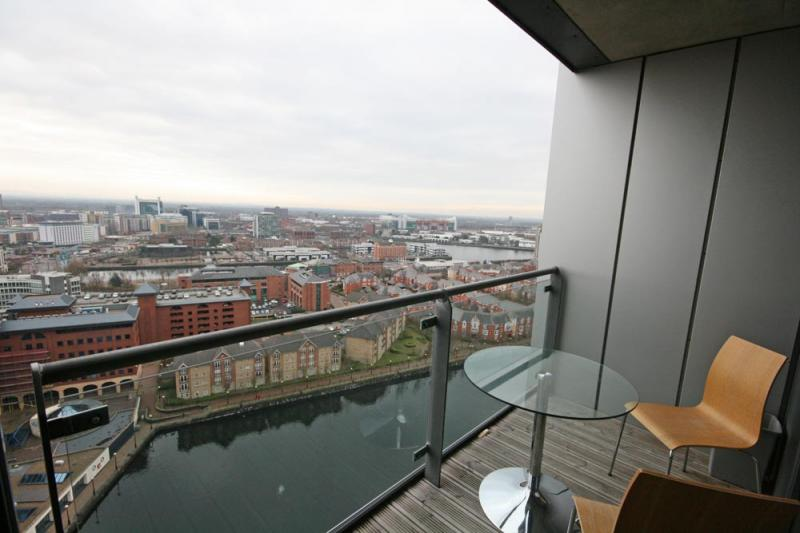 /Millennium Tower,